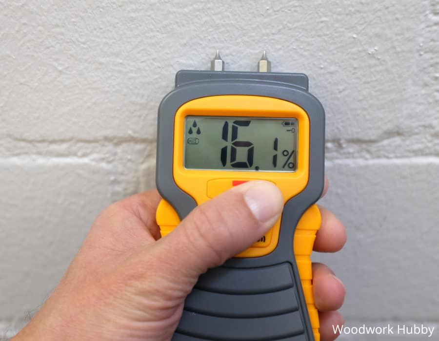 How to measure moisture content in wood